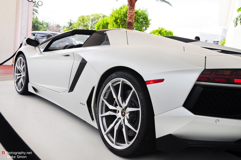 Gallery: White Lamborghini Aventador Roadster in Miami by ...