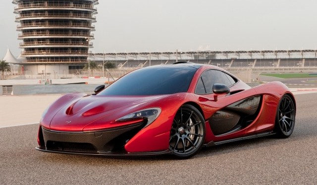 McLaren P1 Showcased on the Bahrain International Circuit
