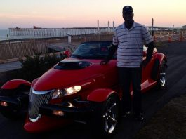Video: Plymouth Prowler Fitted With 6.1-liter HEMI V8
