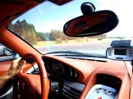 Video: Porsche Carrera GT vs Koenigsegg CCR