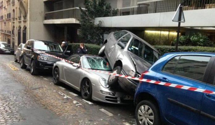 Car Crash: Range Rover Causes Porsche 911 Cabriolet Pile-up