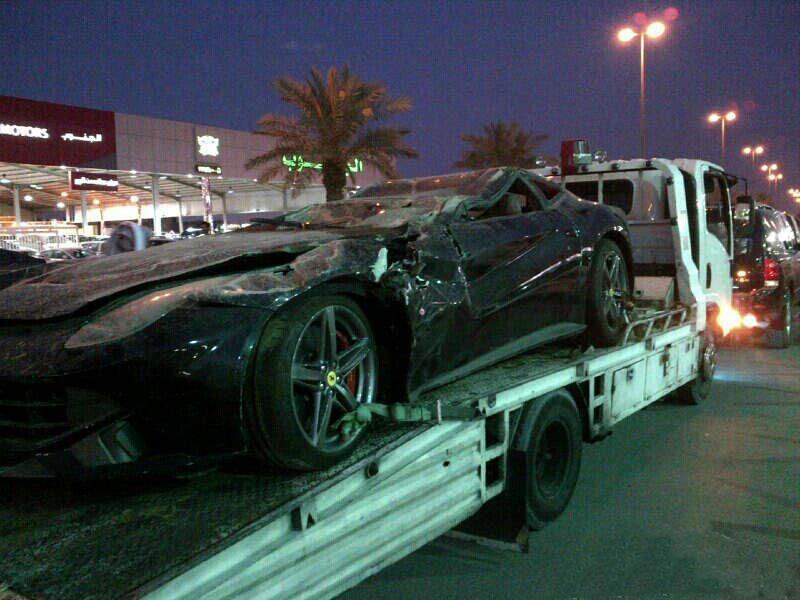 Ferrari F12 Berlinetta Crash