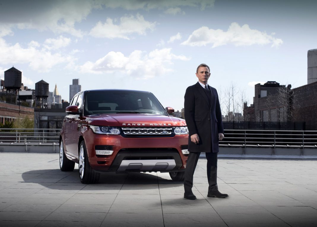 Daniel Craig Drives 2014 Range Rover Sport in New York City Streets