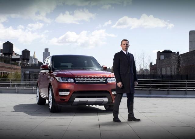 Daniel Craig Drives 2014 Range Rover Sport in New York City Streets