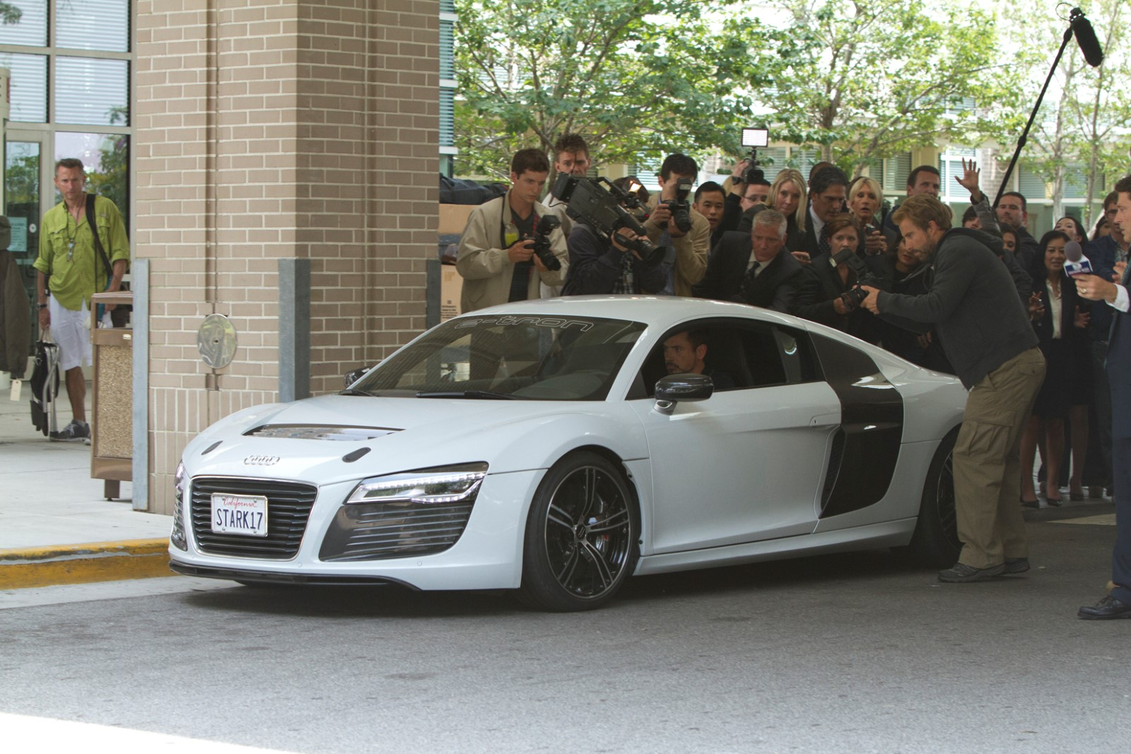 Iron Man 3 Ditches Acura NSX for Audi R8 E-Tron - GTspirit