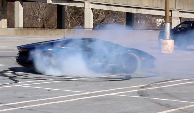 Video: Rapid Donuts in a Lamborghini Aventador