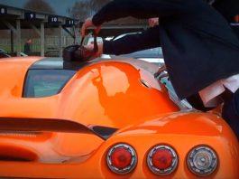 Video: Poor Koenigsegg Owner Locks Keys in Orange CCR