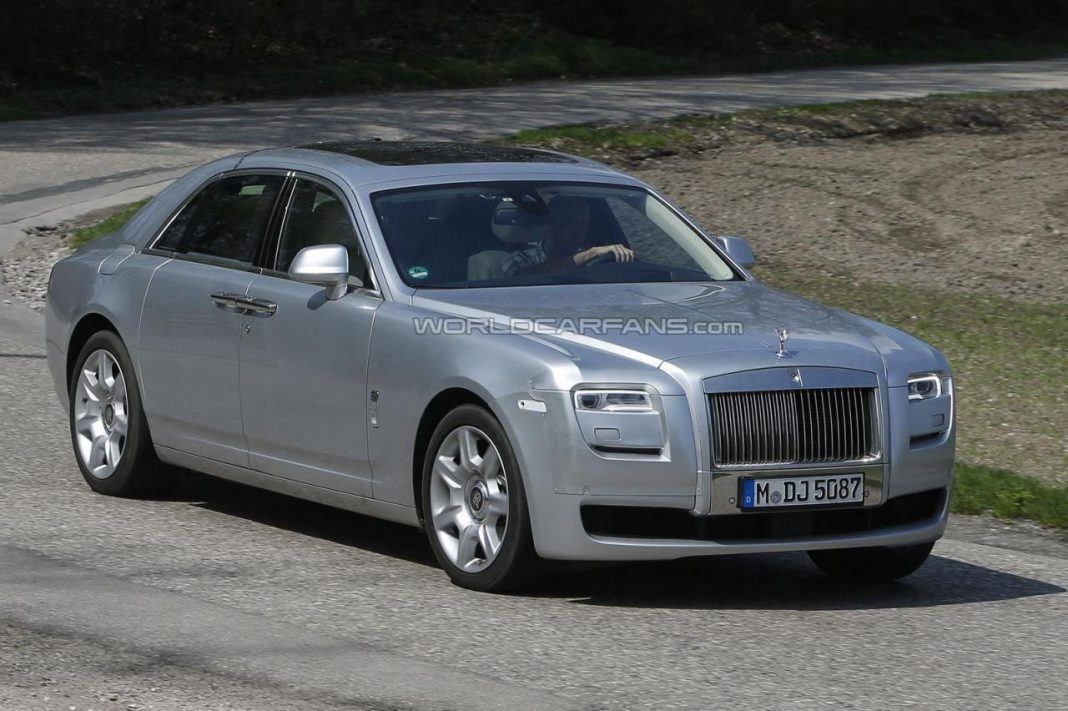 Spyshots: Facelifted Rolls-Royce Ghost Snapped for the First Time