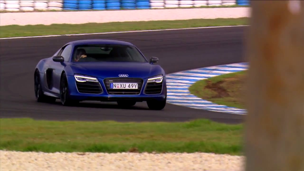 video audi r8 v10 plus takes on the philip island grand. Black Bedroom Furniture Sets. Home Design Ideas