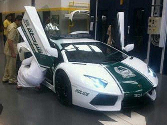 Dubai Police Take Delivery of a Lamborghini Aventador