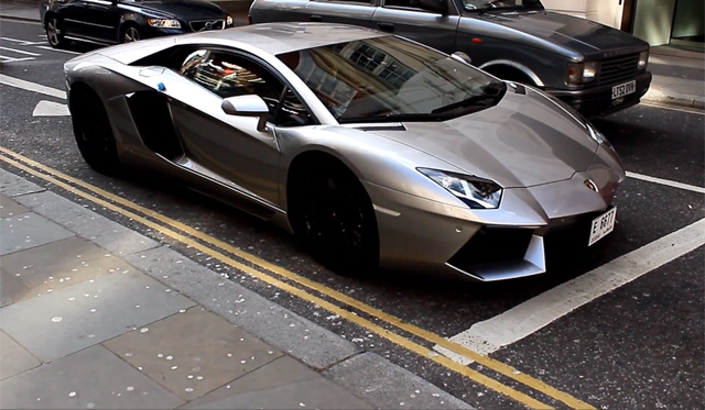 Video: Lamborghini Aventador Speeding Through London