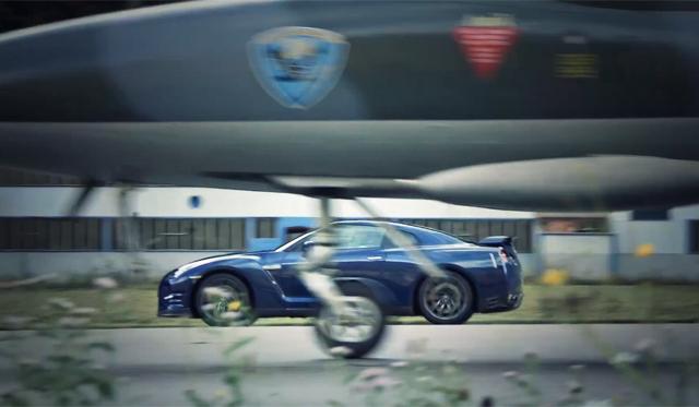 Video: Nissan GT-R Races 22,000hp Hawker Hunter jet