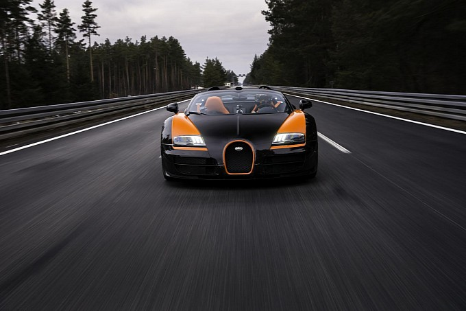 Video: Bugatti Veyron Grand Sport Vitesse Record-Setting Pass