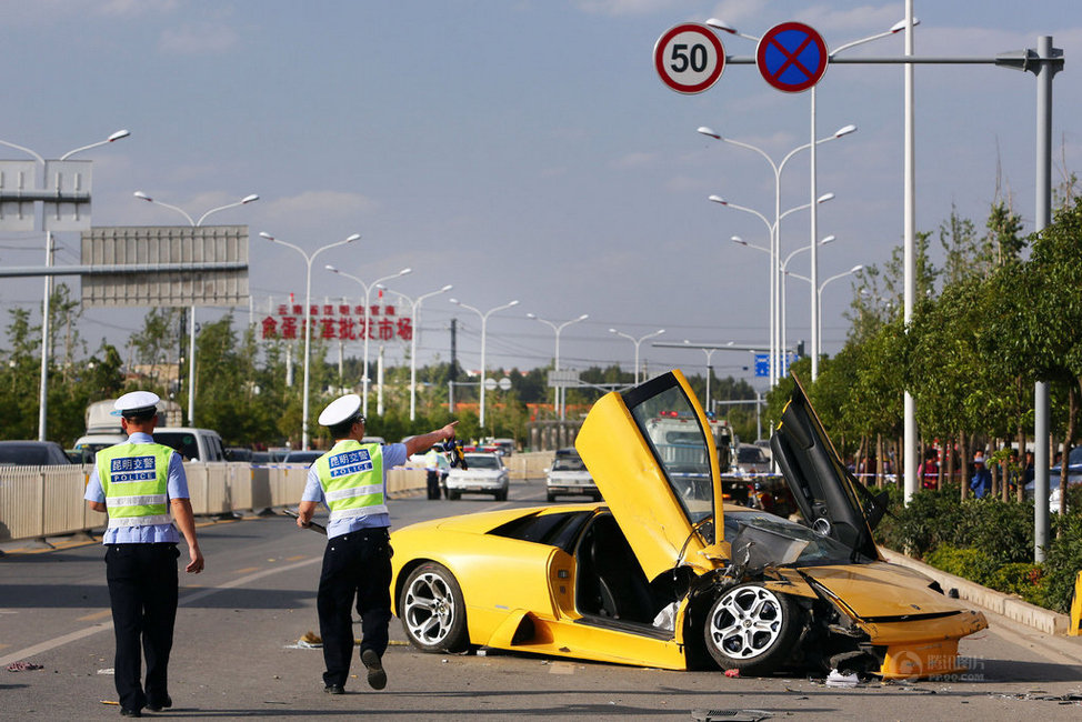 Car Crash: Yellow Lamborghini Murcielago Destroyed in China