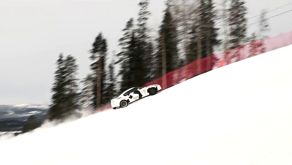 Nissan GT-R Racing Uphill on Snow