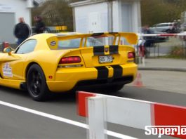 Video: Yellow Dodge Viper SRT10 ACR Sprints Around the 'Ring