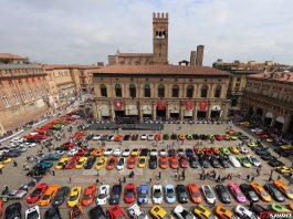 Lamborghini Grand Giro at Piazza Maggiore