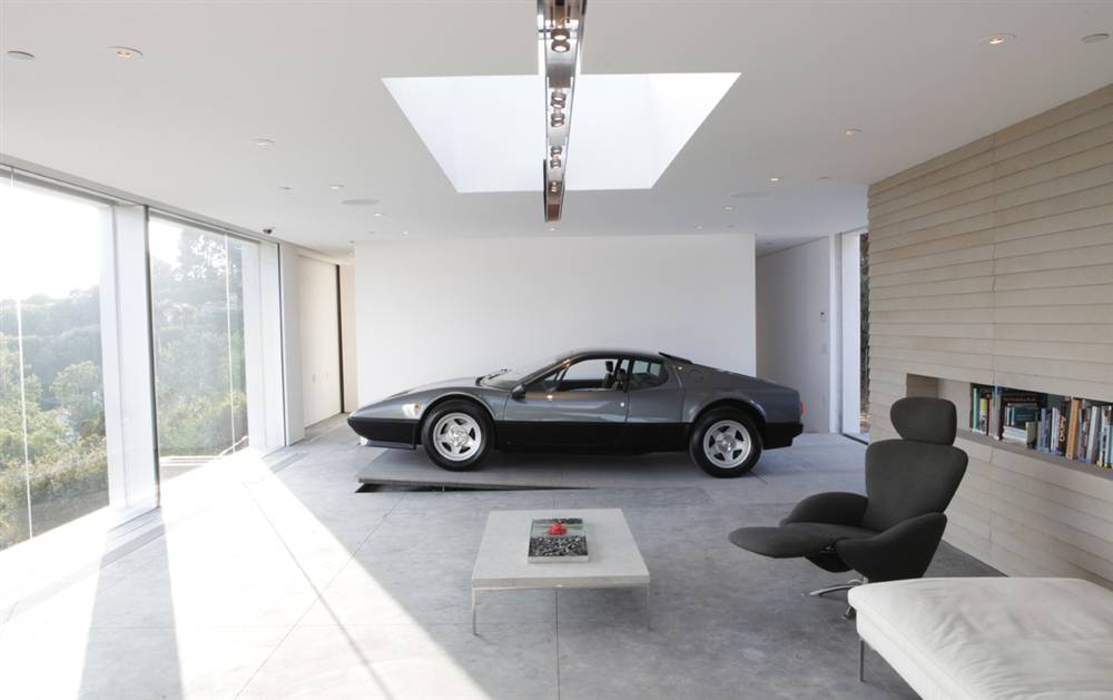 Video: This man Designed his House Around his Ferrari 512 BBi