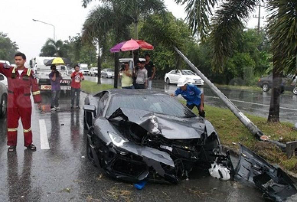 Car Crash: Lamborghini Aventador Wrecked in Thailand