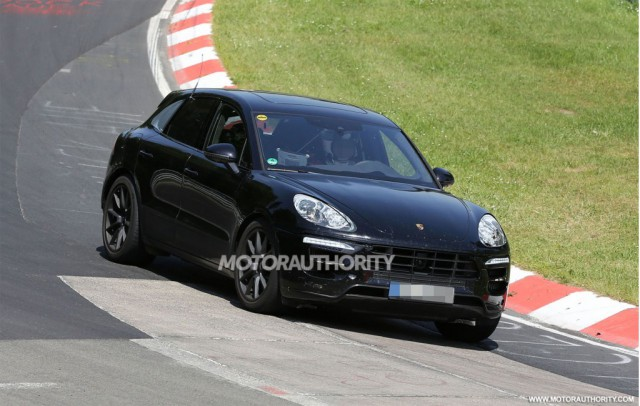 Spyshots: 2015 Porsche Macan Turbo at the 'Ring