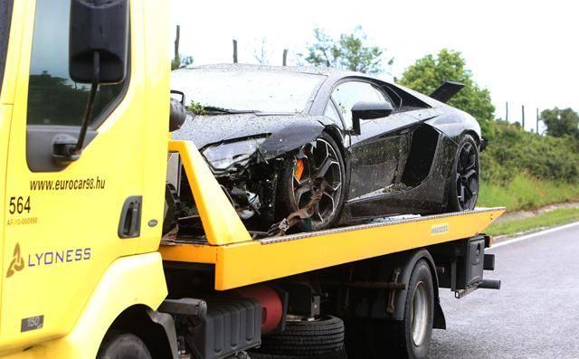 car crash: lamborghini aventador wrecked in hungary - gtspirit