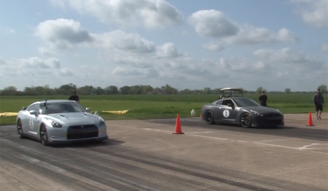 Video: Two Nissan GT-R's Drag Racing