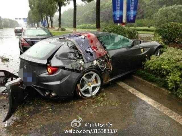 Car Crash: Ferrari FF Wrecked in China