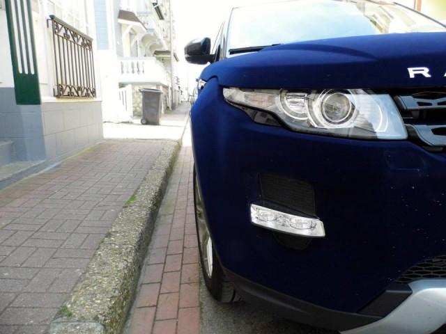 Overkill: Dark Blue Velvet Range Rover Evoque in France