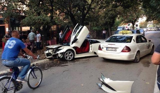 Car Crash: White Lamborghini Murcielago LP640 Crashes in Kosova