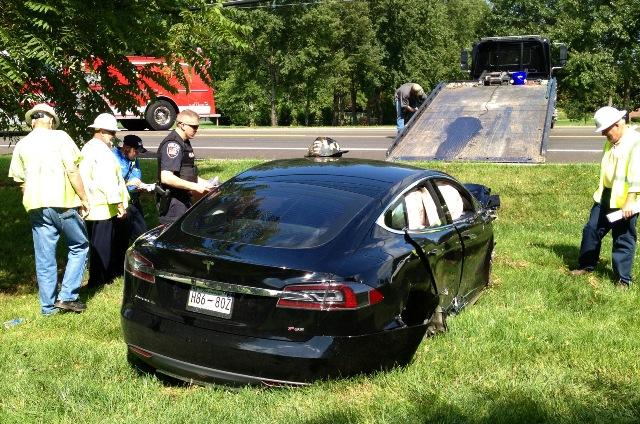 Car Crash: Black Tesla Model S Wrecked in Tennessee