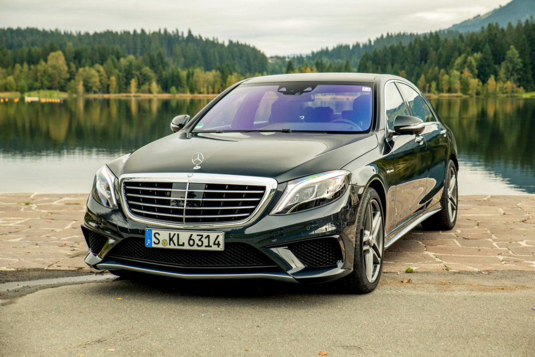 Mercedes benz s63 amg owner smashes car with golf club for Mercedes benz clubs