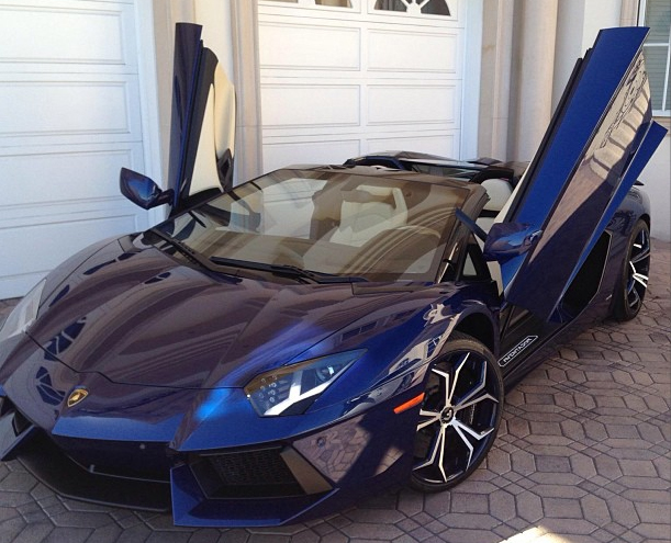 Nicki Minaj Acquires 2014 Lamborghini Aventador Roadster; Wants it Painted Pink