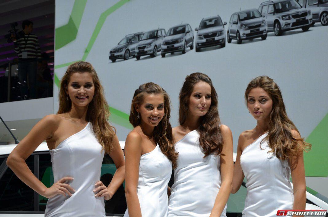 Frankfurt Motor Show 2013 Girls