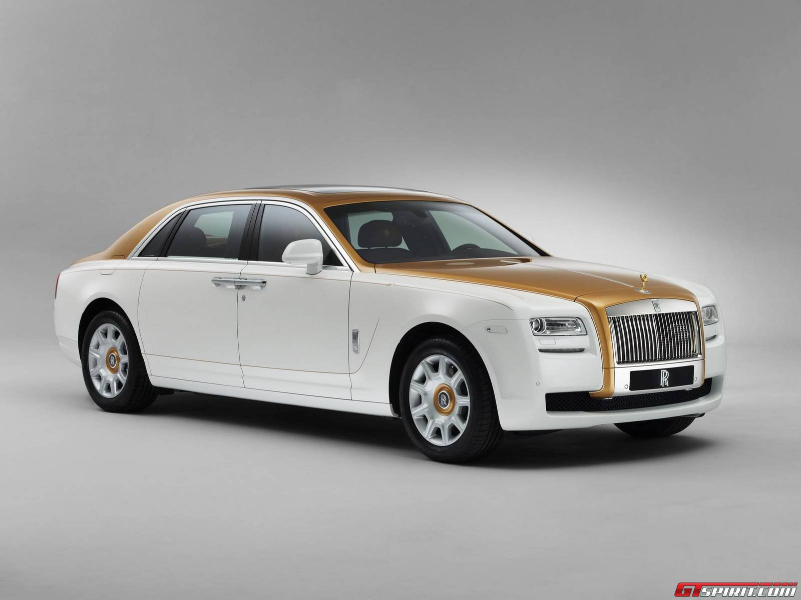 official rolls royce ghost golden sunbird gtspirit. Black Bedroom Furniture Sets. Home Design Ideas