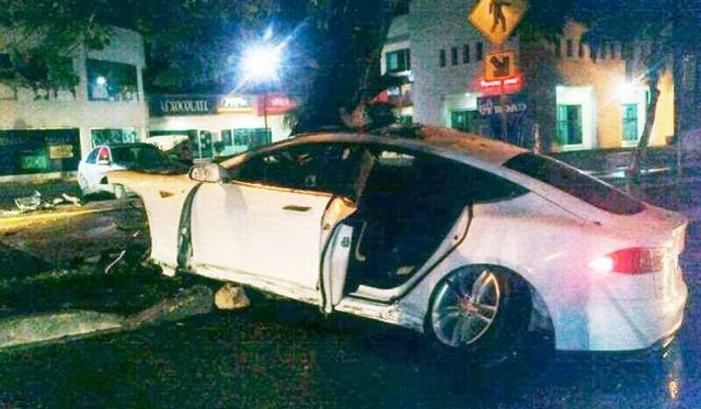Tesla Model S Crashes and Ignites in Mexico