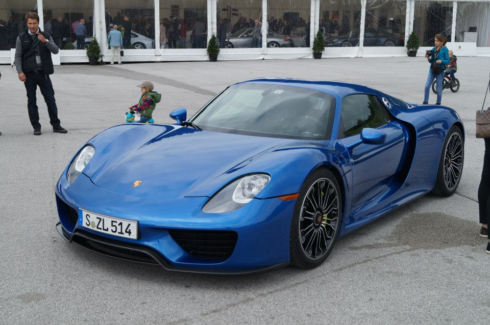 blue porsche 918 spyder in salzburgring austria gtspirit. Black Bedroom Furniture Sets. Home Design Ideas