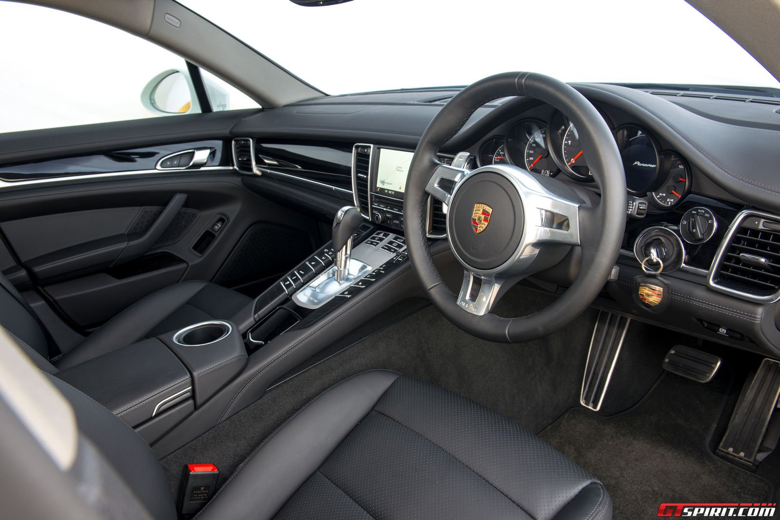 100 porsche panamera 2015 interior porsche panamera sport turismo photos 8 on better. Black Bedroom Furniture Sets. Home Design Ideas