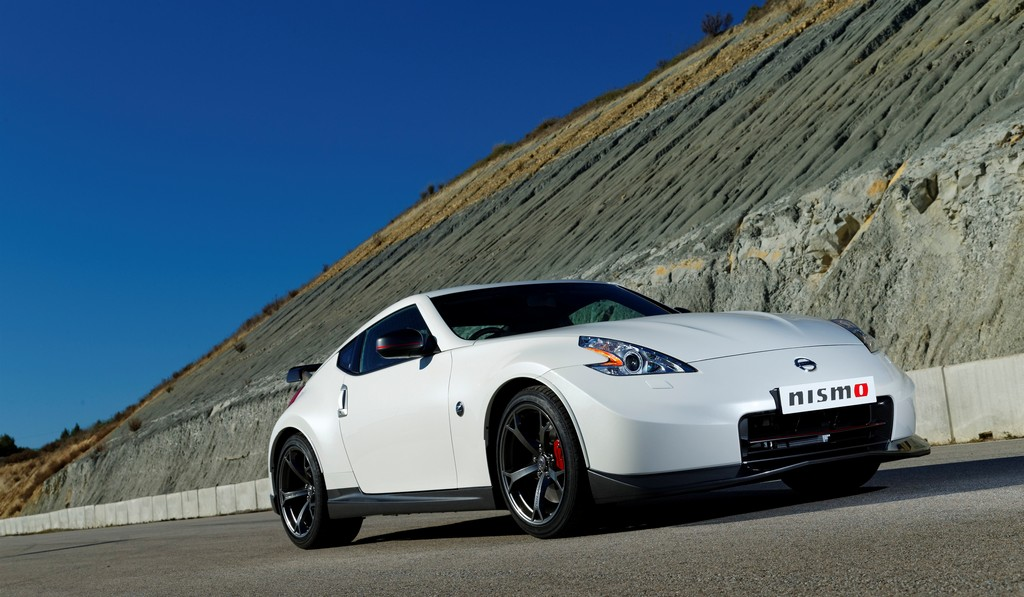 Man Selling Testicle to Buy New Nissan 370Z!