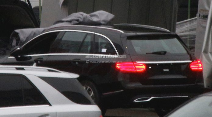 2015 Mercedes-Benz C-Class Wagon Debuts New Taillights