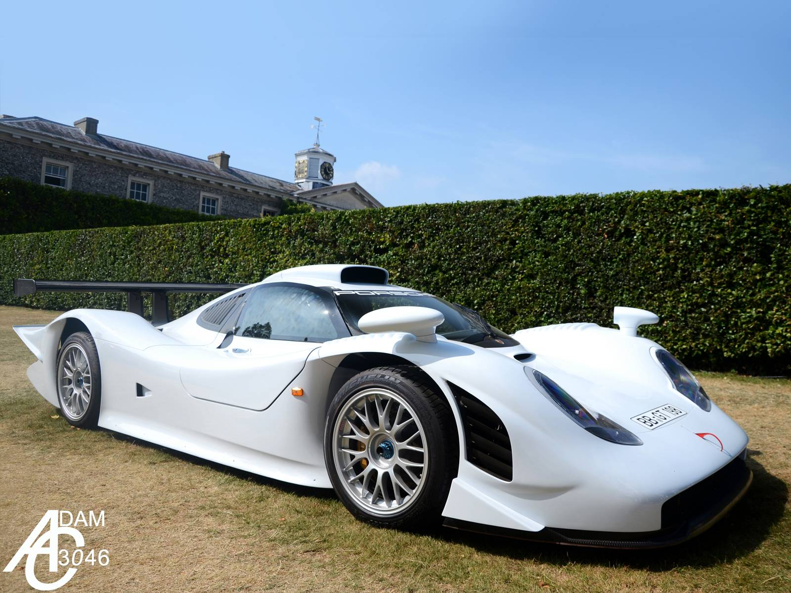 photo of the day white porsche 911 gt1 at goodwood house gtspirit. Black Bedroom Furniture Sets. Home Design Ideas