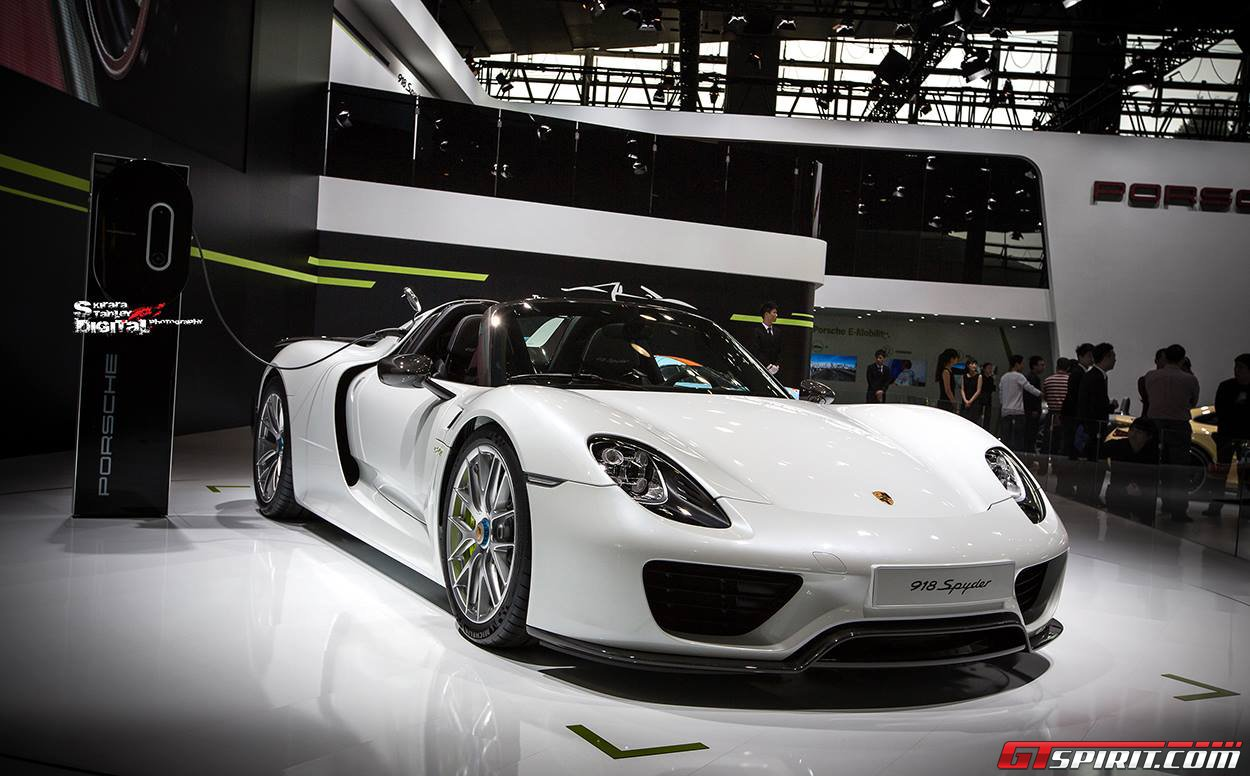 the porsche 918 spyder complete with the rather aggressive weissach package has been on dislay once again after the guangzhou show this year and was - Porsche 918 Spyder White