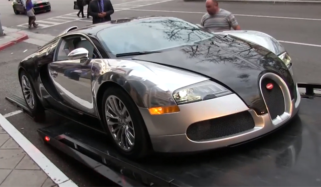 video bugatti veyron almost bottoms out on truck gtspirit. Black Bedroom Furniture Sets. Home Design Ideas