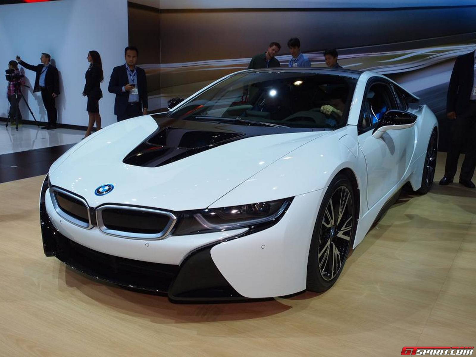 los angeles bmw i8 gtspirit. Black Bedroom Furniture Sets. Home Design Ideas