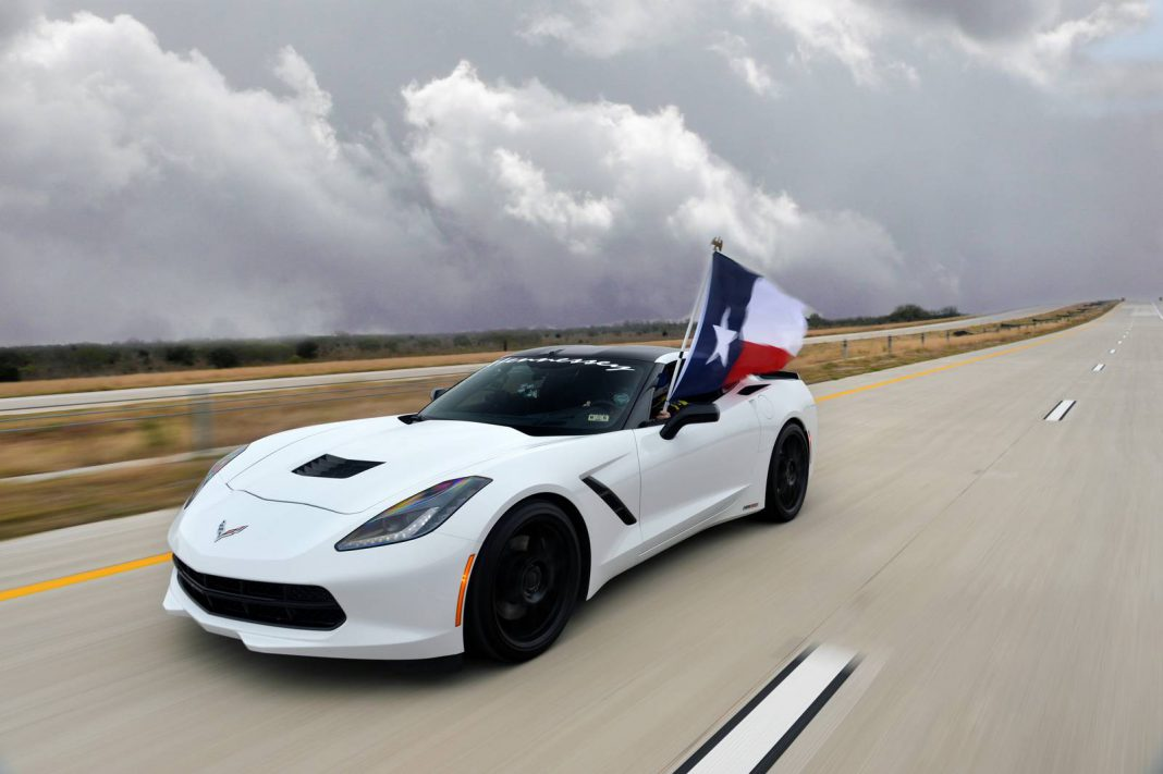 Chevrolet Corvette Stingray HPE600 by Hennessey Hits 200mph on Texas Highway!
