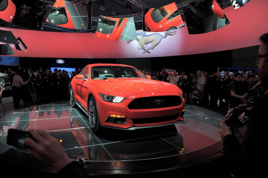 2015 Ford Mustang Coupe and Convertible Live Photos