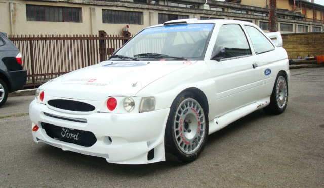 Ford escort cosworth wrc rally car for sale in italy gtspirit Ford motor auto sales
