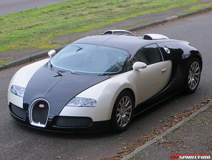 stunning black white bugatti veyron for sale gtspirit. Black Bedroom Furniture Sets. Home Design Ideas