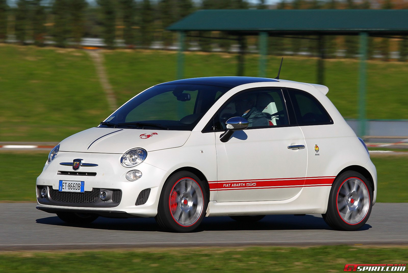 road test abarth 595 50th anniversario gtspirit. Black Bedroom Furniture Sets. Home Design Ideas