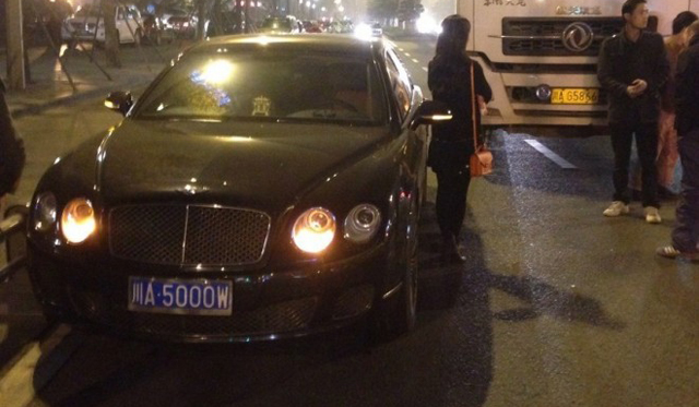 Truck Hits Bentley Continental Flying Spur in China