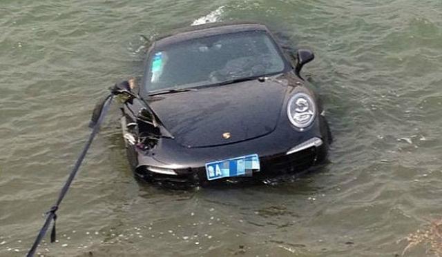 Man Crashes Porsche 911 Into Lake in China